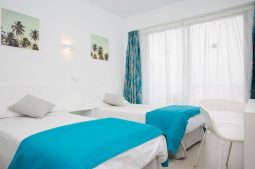 blue-sea-arenal-tower-zimmer