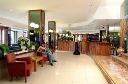 pinero-tal-lobby