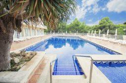 azuline-hotel-bahamas-pool