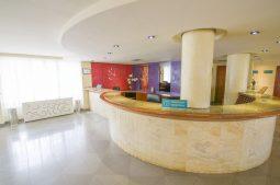 azuline-hotel-bahamas-rezeption