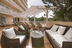 azuline-hotel-bahamas-terrasse